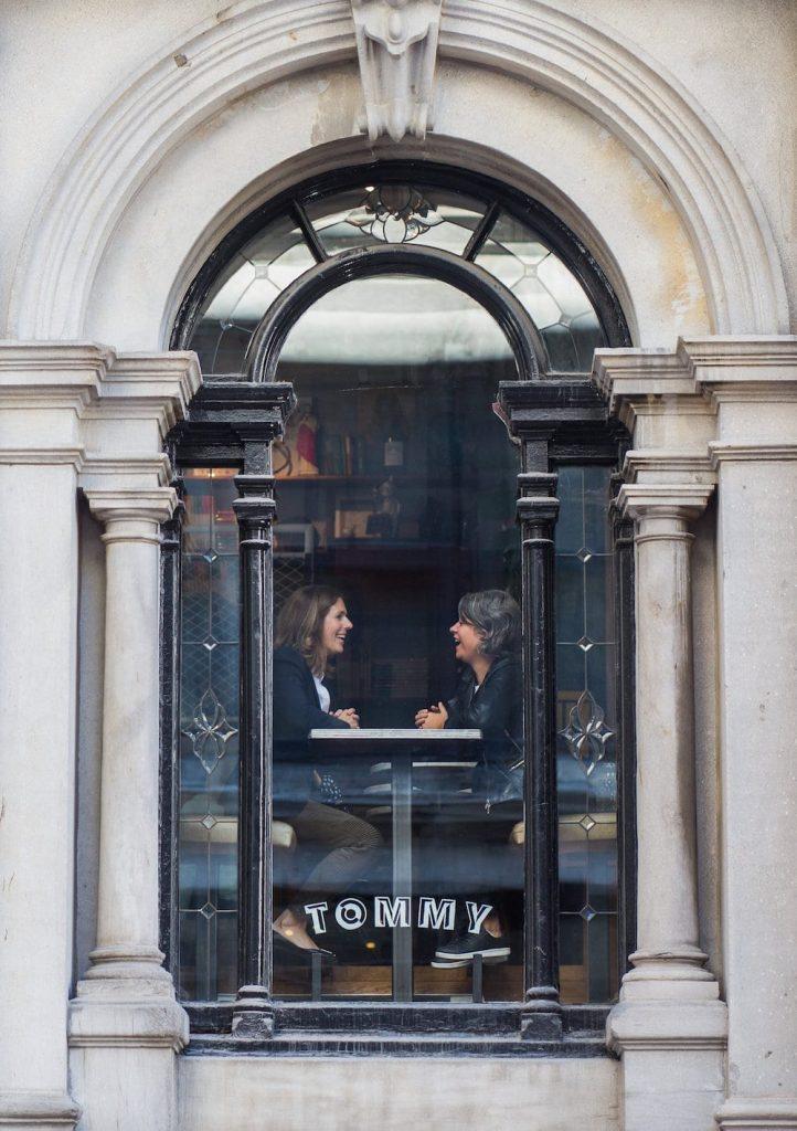 Photo du tommy café vu de l'extérieur